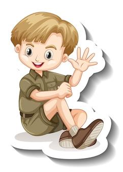 Un modèle d'autocollant avec un garçon en personnage de dessin animé de tenue de safari