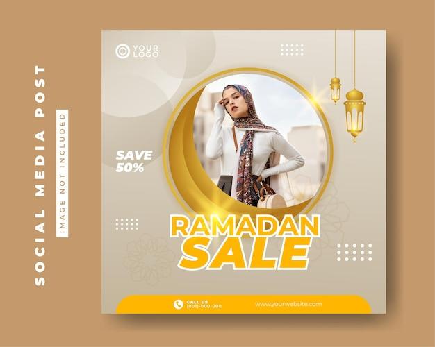 Modèle de bannière de poste de médias sociaux carré de vente de mode ramadan