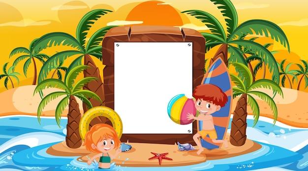 Modèle de bannière vide avec des enfants en vacances sur la scène du coucher du soleil sur la plage