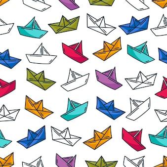 Modèle de bateau en papier origami coloré