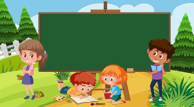 Modèle de bordure avec des enfants dans le parc