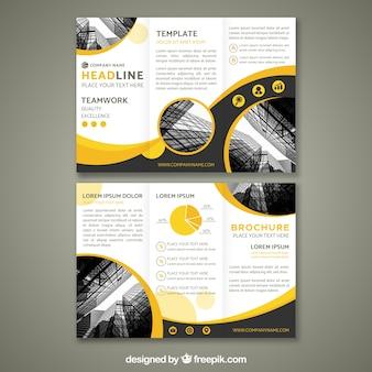 Modèle de brochure à trois volets de conception abstraite