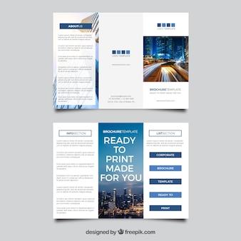 Modèle de brochure à trois volets corporatif