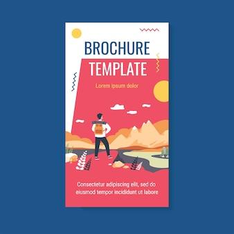 Modèle de brochure de voyage d'aventure. touriste explorant les montagnes