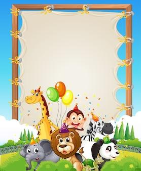Modèle de cadre en bois de toile avec des animaux sauvages dans le thème de la fête sur fond de forêt