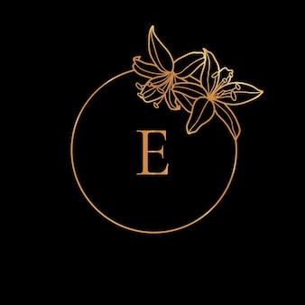 Modèle de cadre doré lily flower et concept de monogramme avec la lettre e dans un style linéaire minimal. logo floral vectoriel avec espace de copie pour le texte. emblème pour les cosmétiques, la mode, la beauté