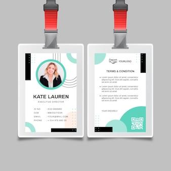 Modèle de carte d'identité de femme d'affaires