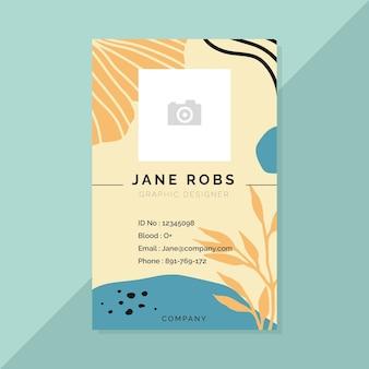 Modèle de carte d'identité professionnelle avec des feuilles