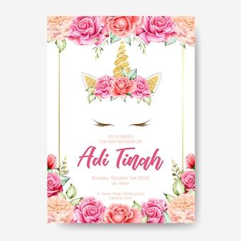 Modèle de carte invitation anniversaire, joli graphique de licorne avec une couronne de fleurs