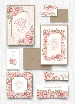 Le modèle de carte d'invitation rose rose.
