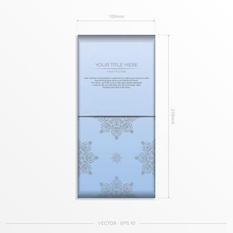 Modèle de carte postale de couleur bleue rectangulaire avec des motifs noirs luxueux. conception d'invitation prête à imprimer avec des ornements vintage.