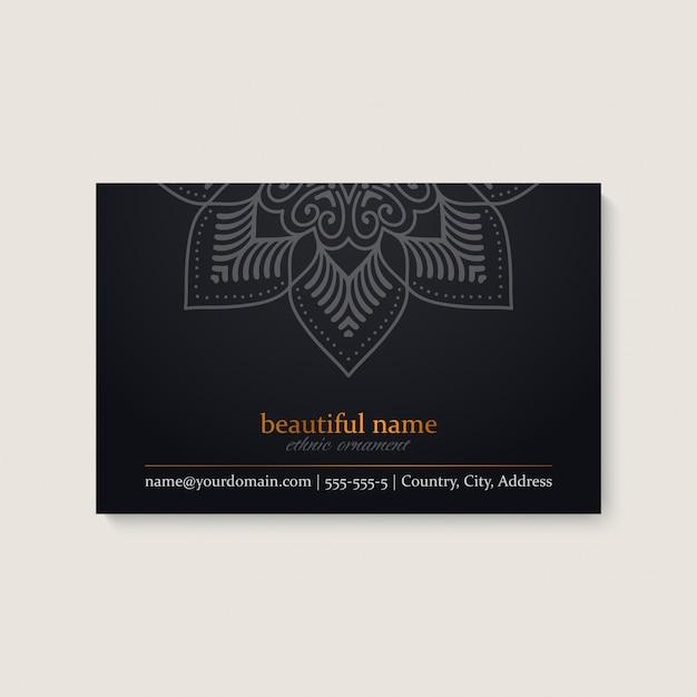 Modèle de carte de visite avec un design ethnique mandala