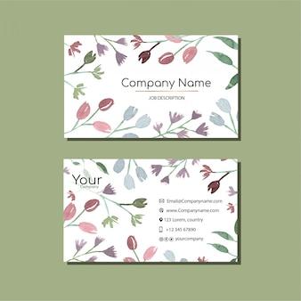 Modèle de carte de visite élégant avec des fleurs à l'aquarelle