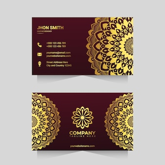Modèle de carte de visite de luxe avec un design arabesque de mandala ornemental doré