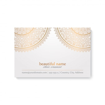 Modèle de carte de visite de luxe avec style indien, couleur blanche et dorée