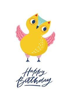 Modèle de carte de voeux avec chouette ou chouette drôle mignonne et inscription joyeux anniversaire écrite avec une police calligraphique cursive. carte postale festive avec un adorable oiseau forestier. illustration vectorielle de couleur plate.