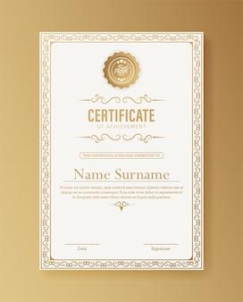 Modèle de certificat de réussite avec bordure or vintage