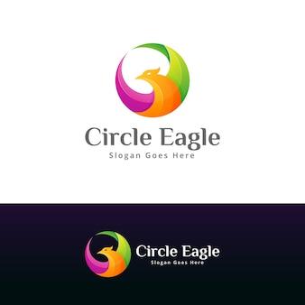 Modèle de conception de logo aigle coloré