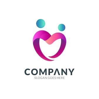 Modèle de conception de logo de combinaison de coeur ou d'amour avec l'icône de deux personnes