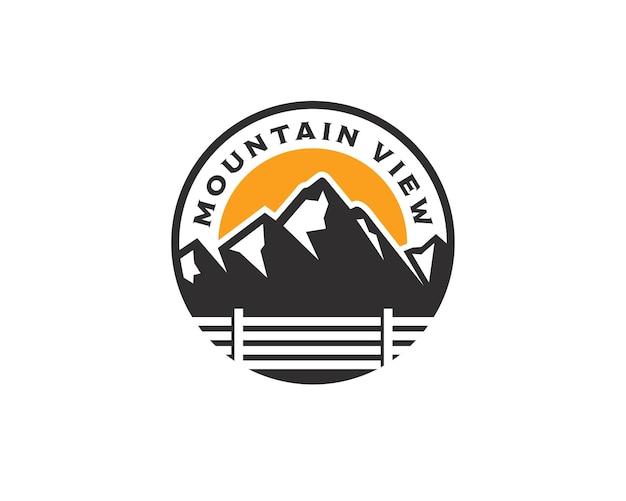 Modèle de conception de logo d'emblème de paysage vintage mountain view