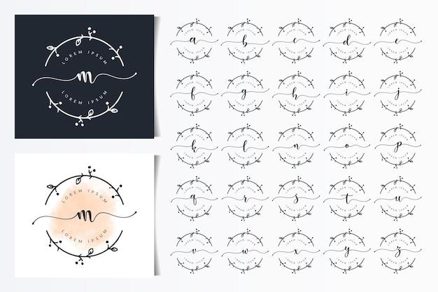 Modèle de conception de logo de lettres florales féminines