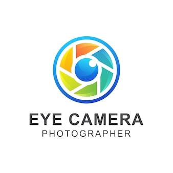 Modèle de conception de logo photographe oeil coloré moderne caméra