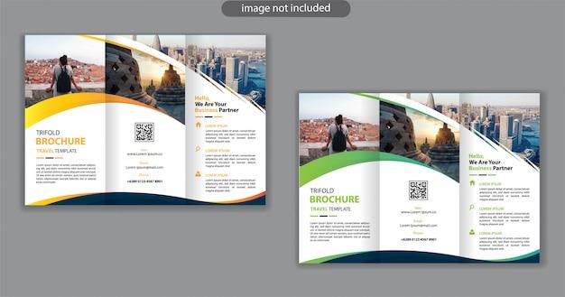 Modèle de conception à trois volets pour la brochure de marketing de fond