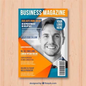 Modèle de couverture de magazine Business avec modèle posant