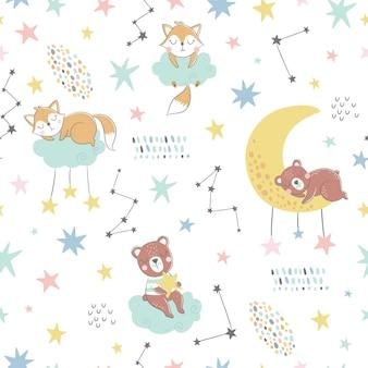 Modèle enfantin sans couture avec renards endormis, ours, nuages, lune, étoiles et constellations.