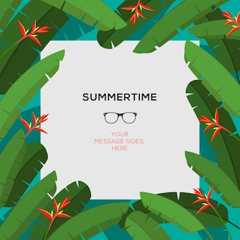 Modèle d'été avec des feuilles de palmier tropical et un cadre de fleurs rouges et un espace de copie au milieu