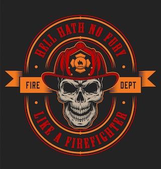 Modèle d'étiquette colorée pompier vintage avec crâne de pompier en casque et illustration d'axes croisés