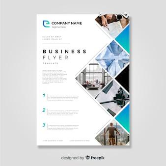 Modèle de flyer d'affaires avec un style moderne