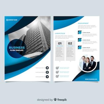 Modèle de flyer d'entreprise moderne avec dessin abstrait