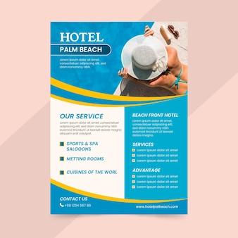 Modèle de flyer d'informations sur l'hôtel moderne avec photo
