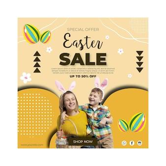 Modèle de flyer de vente carrée pour pâques avec mère et fils