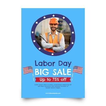 Modèle de flyer de vente verticale pour la fête du travail dessiné à la main avec photo