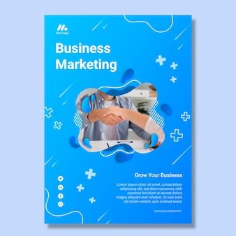 Modèle de flyer vertical commercial marketing