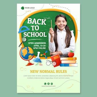 Modèle de flyer vertical détaillé de retour à l'école avec photo
