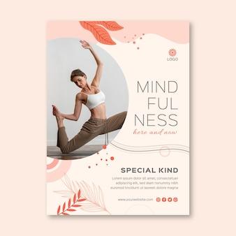 Modèle de flyer vertical de méditation et de pleine conscience