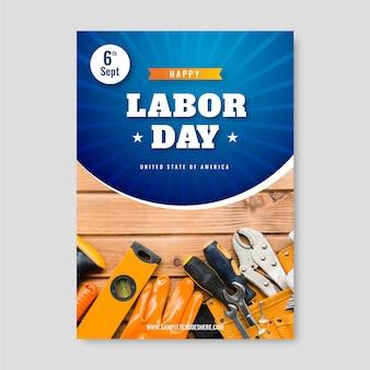 Modèle de flyer vertical réaliste pour la fête du travail des états-unis avec photo