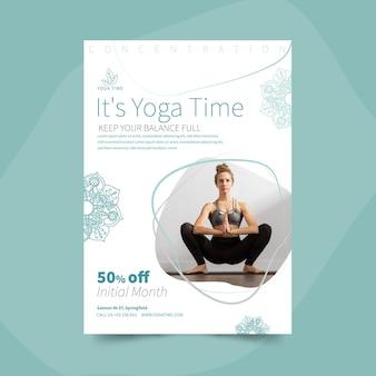 Modèle de flyer vertical de yoga