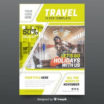 Modèle de flyer de voyage avec photo
