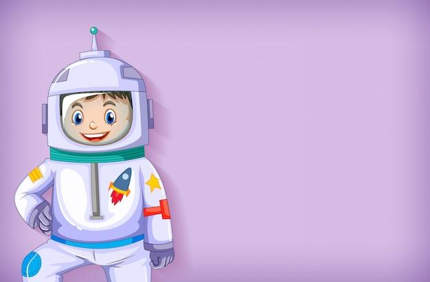Modèle de fond clair avec un astronaute heureux souriant