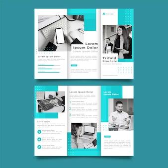 Modèle d'impression de brochure à trois volets bleu et blanc