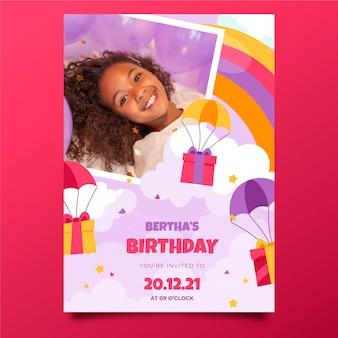 Modèle d'invitation anniversaire arc-en-ciel avec photo