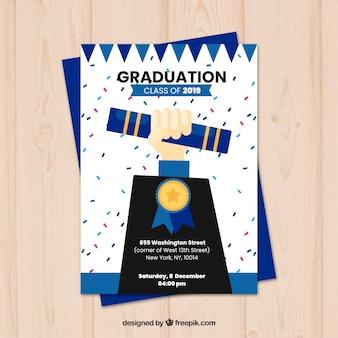 Modèle d'invitation de graduation classique avec design plat