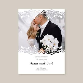 Modèle d'invitation de mariage avec les jeunes mariés