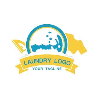 Modèle de logo de blanchisserie avec fer et chemise