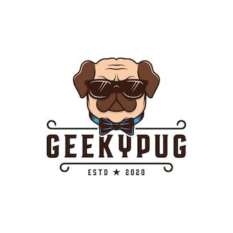 Modèle de logo de chien carlin geek