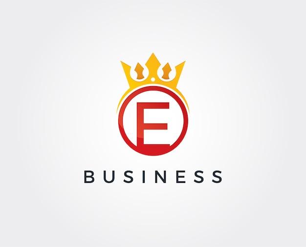 Modèle de logo de couronne lettre e minimal